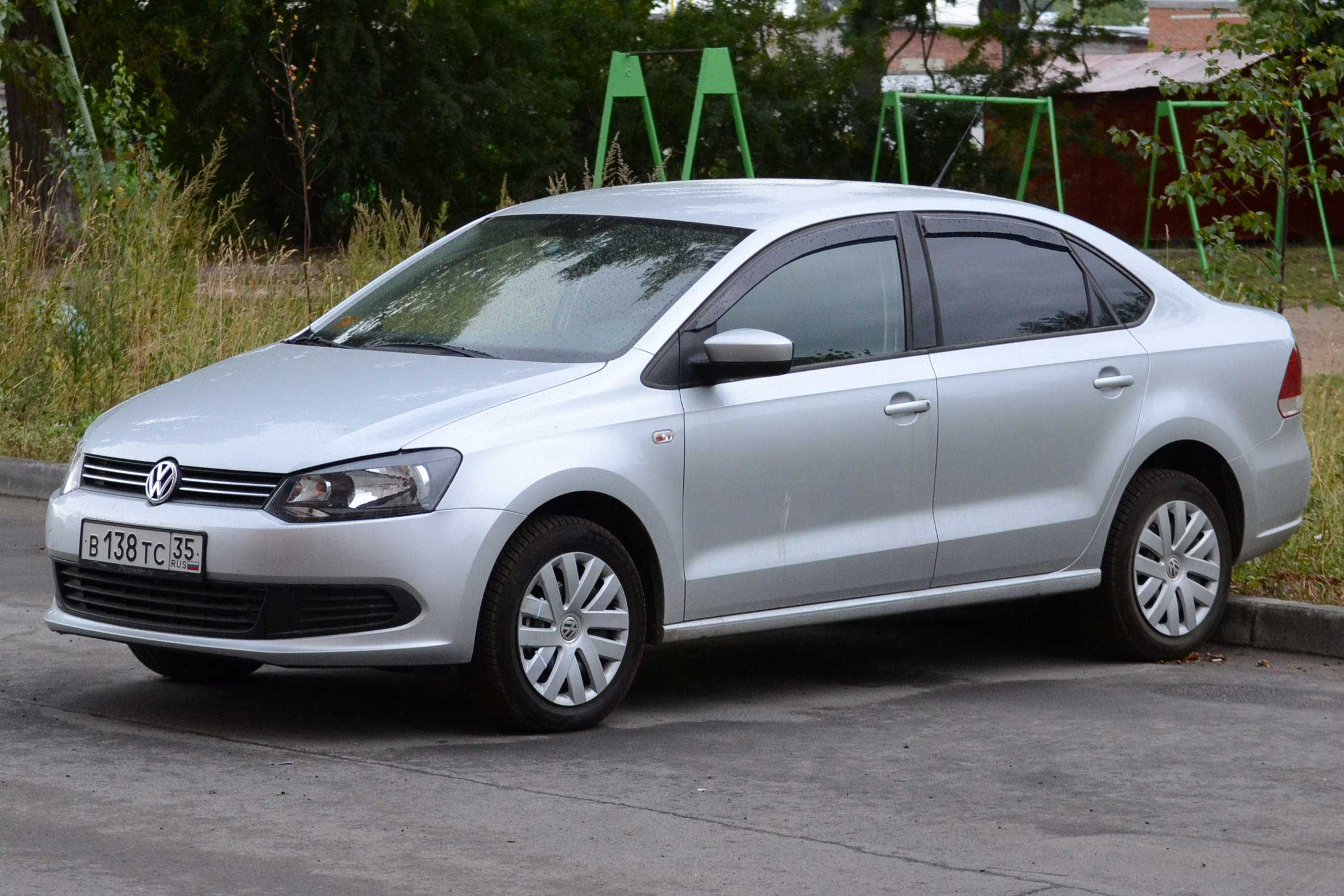 Volkswagen Polo Sedan 2