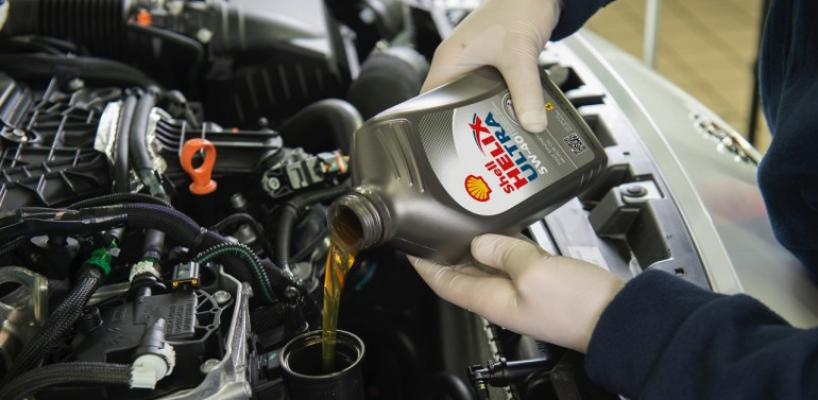 заливает в двигатель shell helix ultra