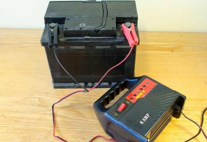 зарядка необслуживаемого аккумулятора автомобиля